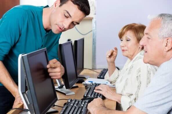 Seniorok számítástechnikai iskolája